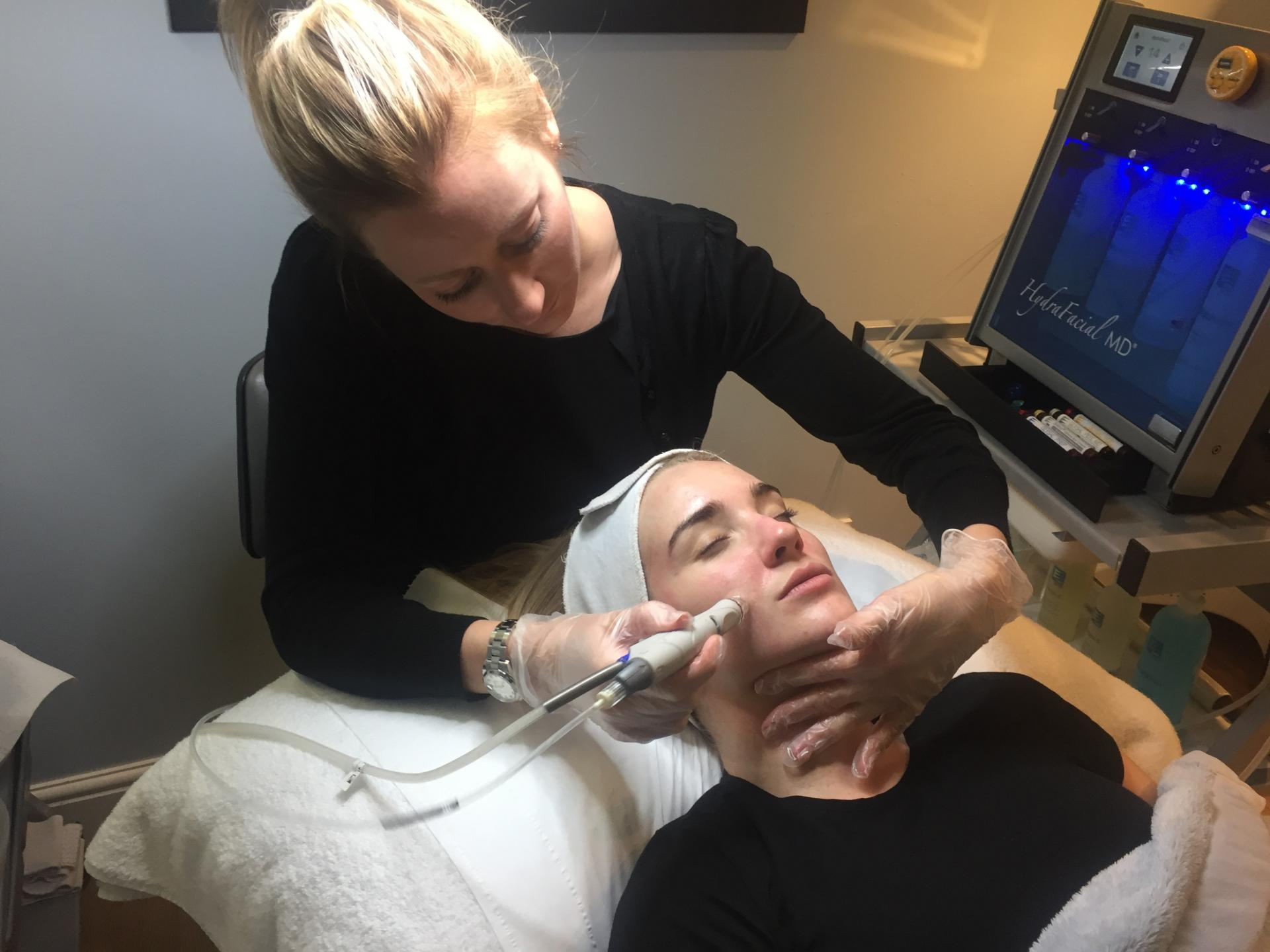 hydrafacial treatment cleansing